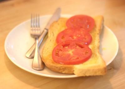 Tosta de tomate con aceite